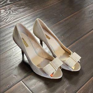Louise et Cie Nadia Canvas Peep Toe Heels sz 9